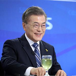 방송기자클럽 초청 토론회 참석한 문재인