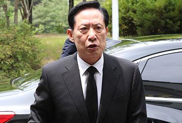 """靑 """"송영무, 음주운전 사실 안알려…검증 체크리스트에 답 안해"""""""