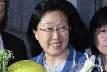 """與 '한명숙 대응' 수위 조절…일각 """"조작사건, 재심해야"""""""