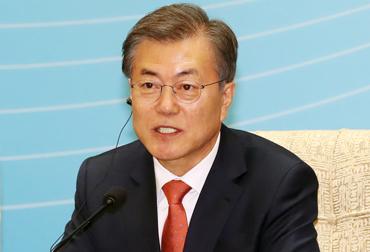 """문 대통령 """"한중 경제는 운명공동체…어려운 상황 떨쳐내자"""""""