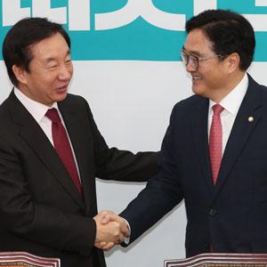 여야 원내대표로 만난 우원식ㆍ김성태