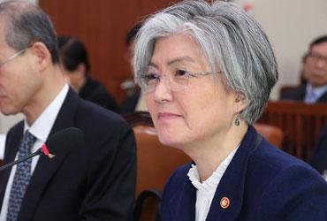 """강경화 """"미국, 평창올림픽 후 대북 독자제재 가능성"""""""