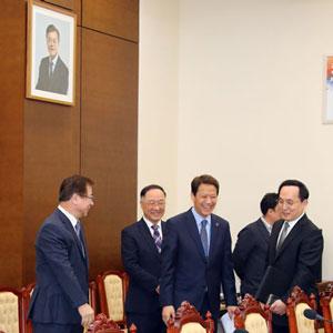 인사 나누는 남북정상회담 준비위