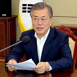 """문 대통령 """"남북미 3국 정상회담 가능성"""""""