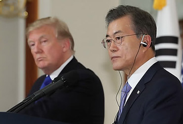 文대통령·백악관, 북한 '선제조치'에 대한 반응 미묘한 온도 차