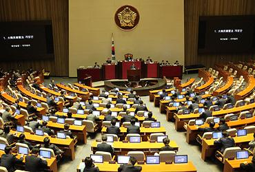 국회, 정부개헌안 투표불성립 선언…의결정족수 미달