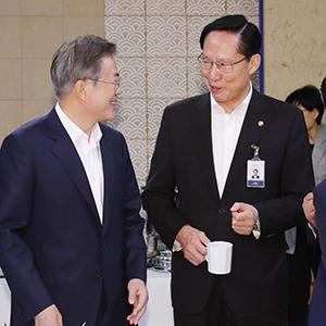 문 대통령-송영무 장관, '무슨 대화?'