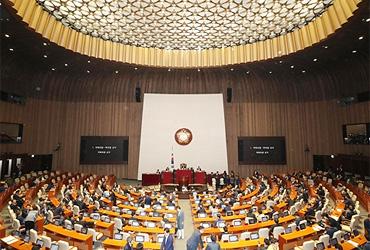 8월 국회 첫날부터 여야 대립…민생경제·김경수 문제 충돌