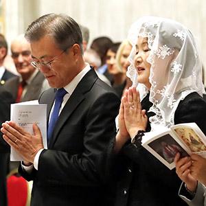 한반도 평화를 위한 특별미사, 기도하는 문 대통령
