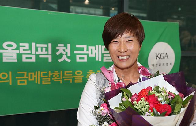 활짝 웃는 박세리 감독