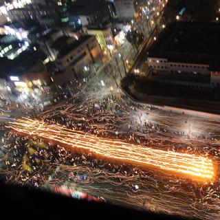 촛불 속의 횃불 행진