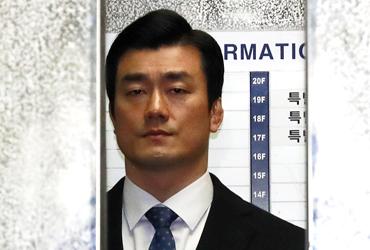 이영선 '차명폰' 의혹 묵묵부답…특검, 비선의료 관여 조사