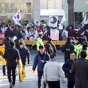 '최종변론' 앞둔 헌재 앞 아침부터 집회
