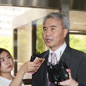 질문 답하는 김인원 변호사