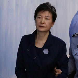 박근혜, 구속 연장 후 첫 출석