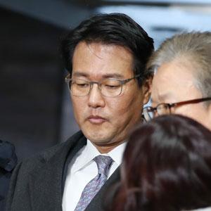 씁쓸한 표정 김태효 전 기획관