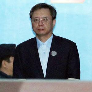 '국정농단 묵인' 우병우 1심서 징역 2년6개월