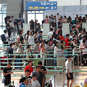 막바지 휴가철, 붐비는 공항