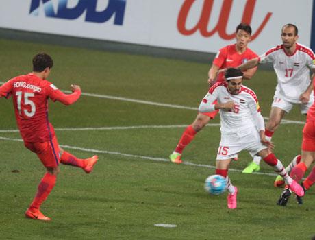 슈틸리케호, 홍정호 선제골에 1-0 앞선 채 전반 종료