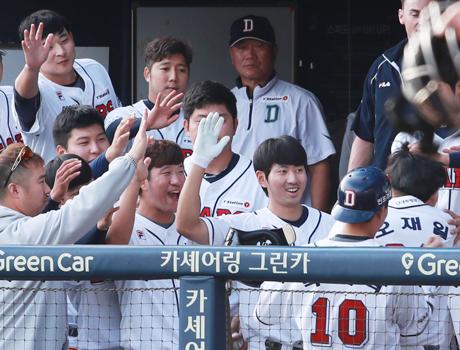 두산, 2년만에 정규시즌 우승…한국시리즈 직행