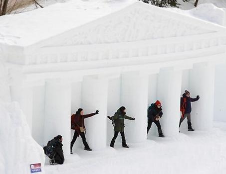 40m 눈 미끄럼틀 씽씽…태백산 눈축제 '동심 세계'