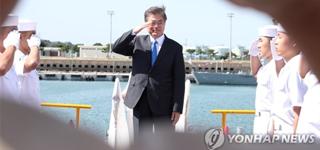 El presidente Moon lamenta la muerte de los infantes de marina fallecidos en un accidente de helicóptero