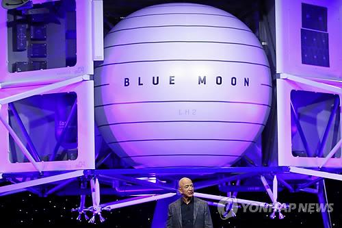 """NASA 국장 """"민간업체 우주인 달에 먼저 갈 수도"""""""