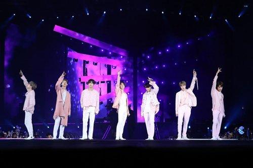 BTS wraps up U.S. tour, drawing 320,000 fans