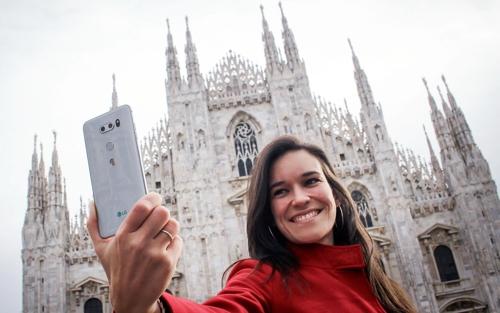 إل جي تطلق الهاتف الذكي V30 في أوروبا