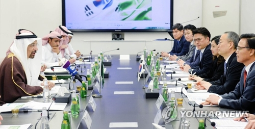 وزير التجارة والصناعة والطاقة بايك أون-كيو يجتمع مع وزير الطاقة والصناعة والثروة المعدنية السعودي خالد بن عبد العزيز الفالح لمناقشة تعزيز التعاون بين البلدين في مجال محطات الطاقة النووية في يوم 12 مارس بتوقيت السعودية في مقر وزارة الطاقة والصناعة والثروة المعدنية السعودية في الرياض.