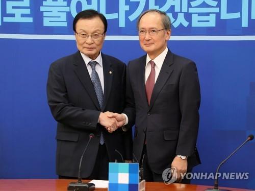 زعيم الحزب الحاكم يأمل في علاقات تعاون وثيقة بين سيئول وطوكيو