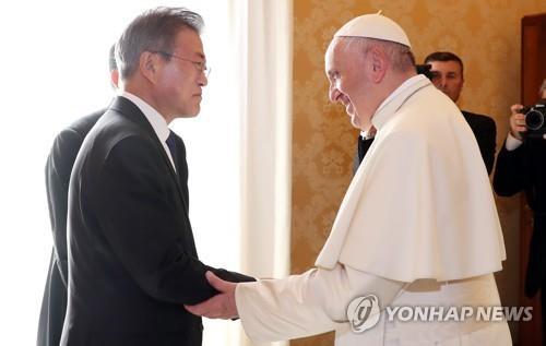 الحزب الحاكم يتوقع أن زيارة البابا إلى كوريا الشمالية ستسرع نزع السلاح النووي