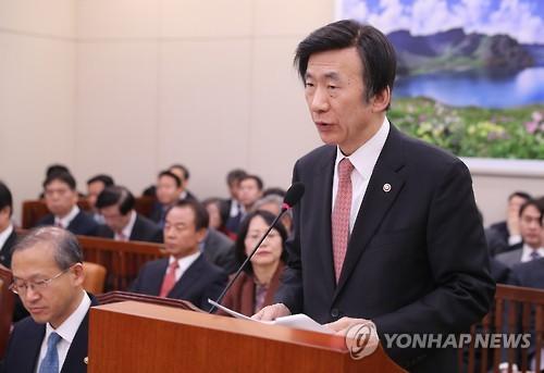 2月14日,在国会举行的国会外交统一委员会会议上,韩外长尹炳世发言。(韩联社)