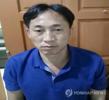 资料图片:接受马来西亚警方调查的李正哲(韩联社/欧新社)
