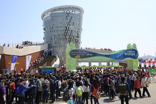 资料图片:图为2014莞岛国际海藻类博览会现场。(韩联社/莞岛郡政府提供)
