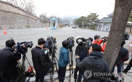 详讯:韩检方搜查青瓦台秘书室调查前首秘失职嫌疑