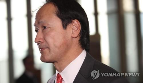 3月24日下午,在首尔外交部大楼,日本驻韩国大使馆总括公使铃木秀生被外交部召见。(韩联社)