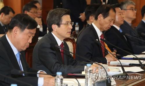 韩国代总统黄教安(左二)(韩联社)