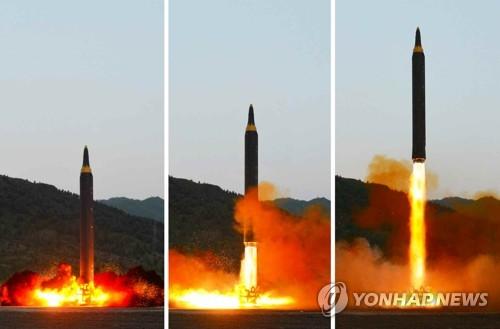 朝鲜《劳动新闻》15日刊登昨天射弹现场照。图片仅限韩国国内使用,严禁转载复制。(韩联社/朝鲜《劳动新闻》)