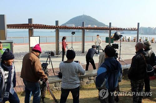 泰国电视剧在釜山拍摄现场(韩联社)