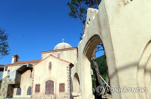 太白市重新建起的乌鲁克教堂。(韩联社)