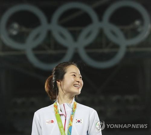 资料图片:里约奥运跆拳道女子67公斤级冠军吴慧丽(韩联社)