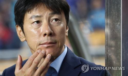 韩国国家男子足球队新任主教练申台龙(韩联社)