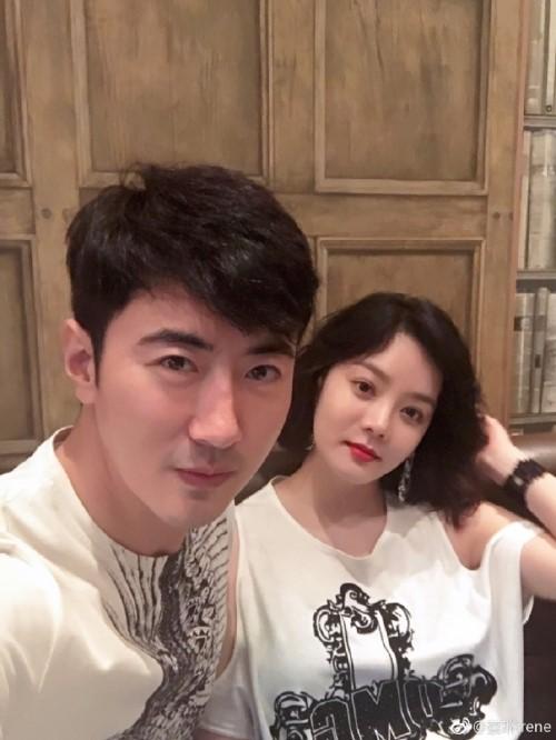 蔡琳高梓淇夫妇(蔡琳微博图片)