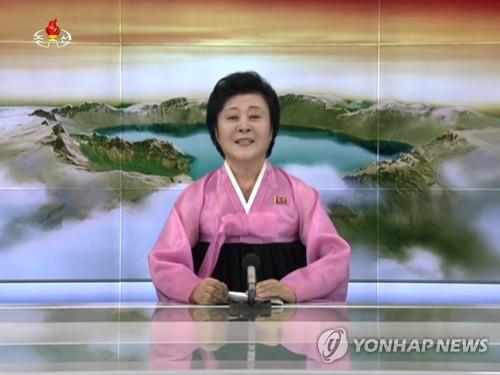 """朝鲜资深播音员李春姬情绪激动地播发试爆氢弹头取得""""完全成功""""的消息。图片仅限韩国内部使用,严禁转载复制。(韩联社/朝鲜中央电视台)"""