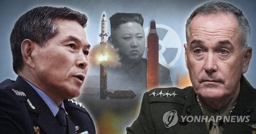 资料图片:左为韩国联参议长郑景斗,右为美国参谋长联席会议主席约瑟夫・邓福德。(韩联社/欧新社)