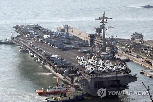 """资料图片:图为今年3月驶入釜山港的美国""""卡尔・文森""""号核动力航母。(韩联社)"""