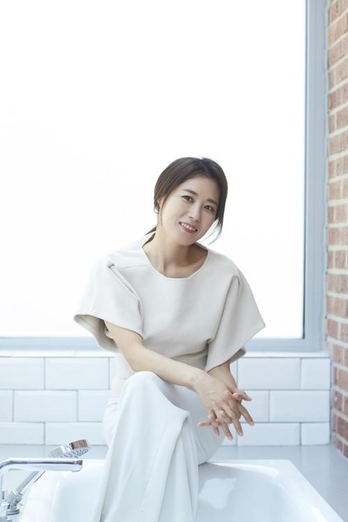 韩国女演员文素利(C-jeS娱乐公司提供)