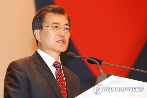 9月7日,在俄罗斯符拉迪沃斯托克现代酒店,韩国总统文在寅出席旅俄韩人韩侨座谈会并致辞。(韩联社)