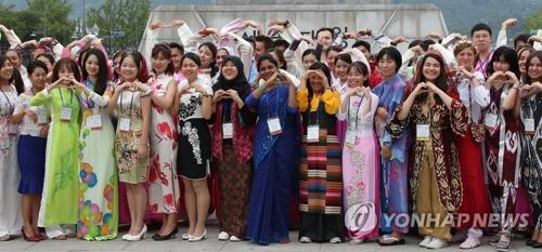 资料图片:2016世宗学堂优秀学员访韩活动(韩联社)